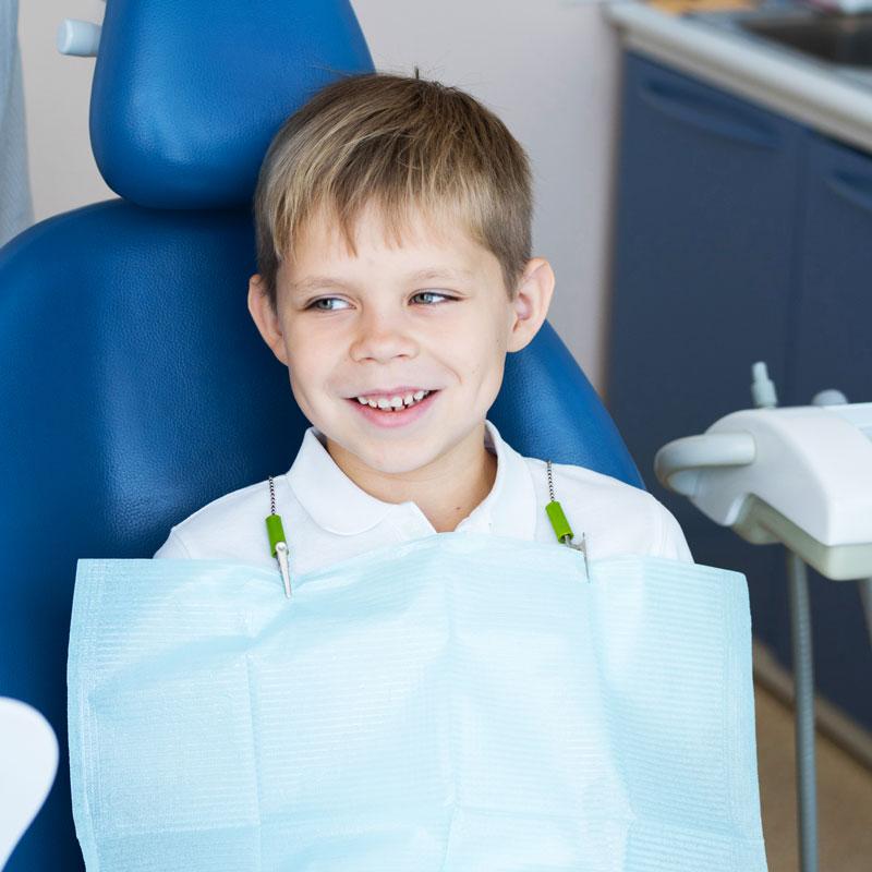 Odontoiatria-pediatrica-denti-da-latte-e-sigillatura-dei-solchi-studio-dentistico-dottor-gola-dentista-casteggio-1