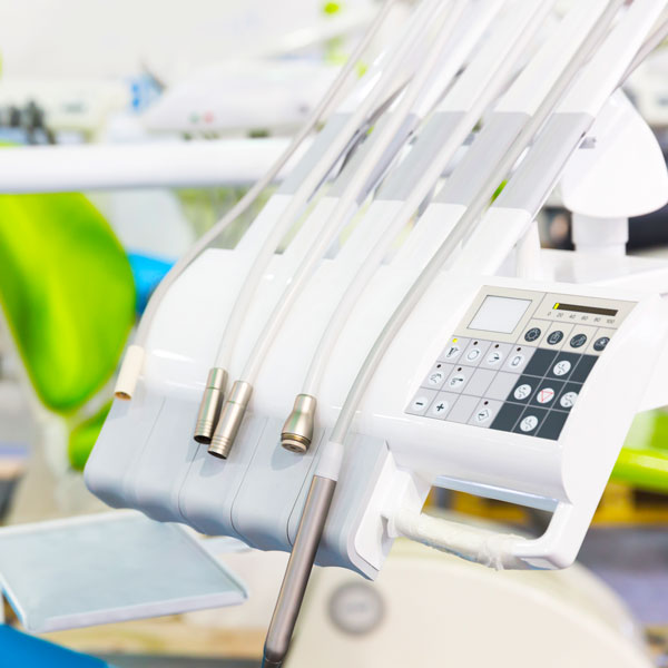Sbiancamento-dentale-laser-e-LED-studio-dentistico-dottor-gola-dentista-casteggio-1