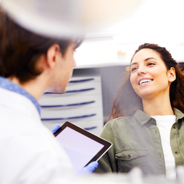 Macchie-sui-denti-attenzione-a-bevandei-studio-dentistico-gola-dentista-casteggio-1