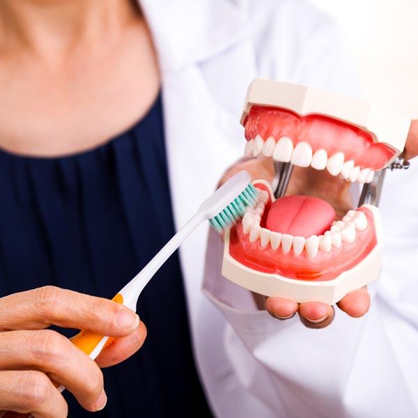 Gengive-sanguinanti-cause-rimedi-studio-dentistico-dottor-gola-dentista-casteggio-1