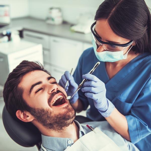 Anestesia-dal-dentista-studio-dentistico-dottor-gola-dentista-casteggio-1